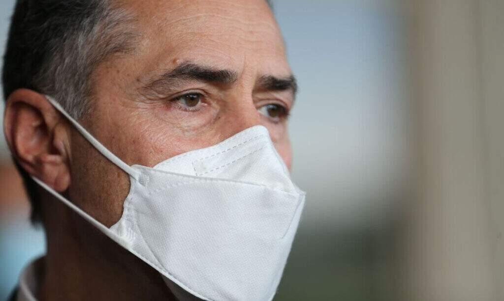 o ministro do STF Luís Roberto Barroso determinou a instalação de uma CPI para investigar eventuais omissões do governo federal no combate à pandemia de covid-19