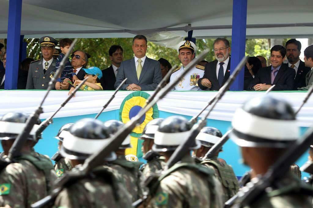 adido-militar-politica-externa