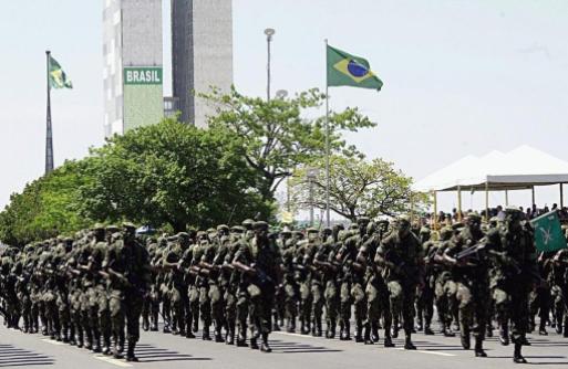 Desfile do Exército brasileiro no dia da independência, em 2003.
