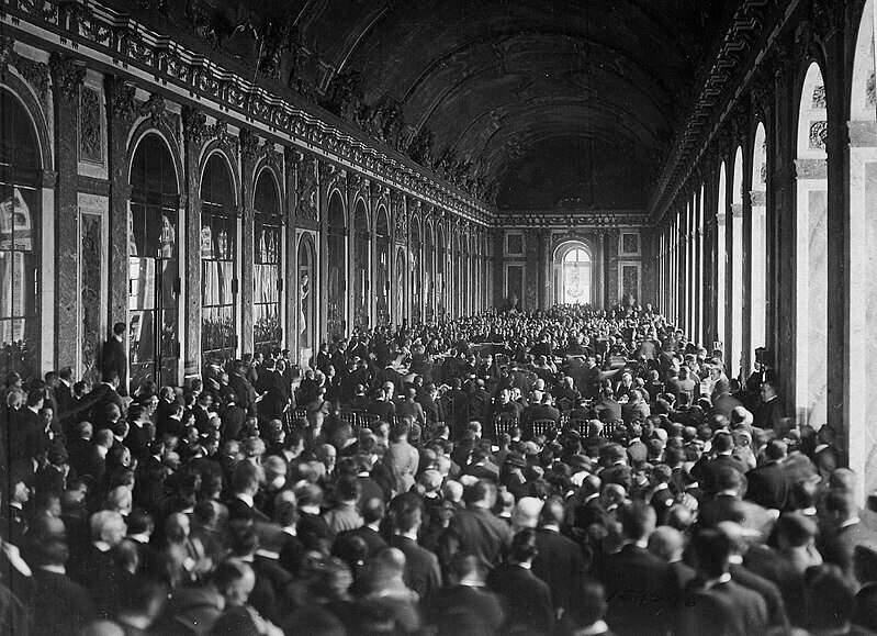 Assinatura do Tratado de Versalhes, 1919 (Foto: US National Archives | Wikimedia).