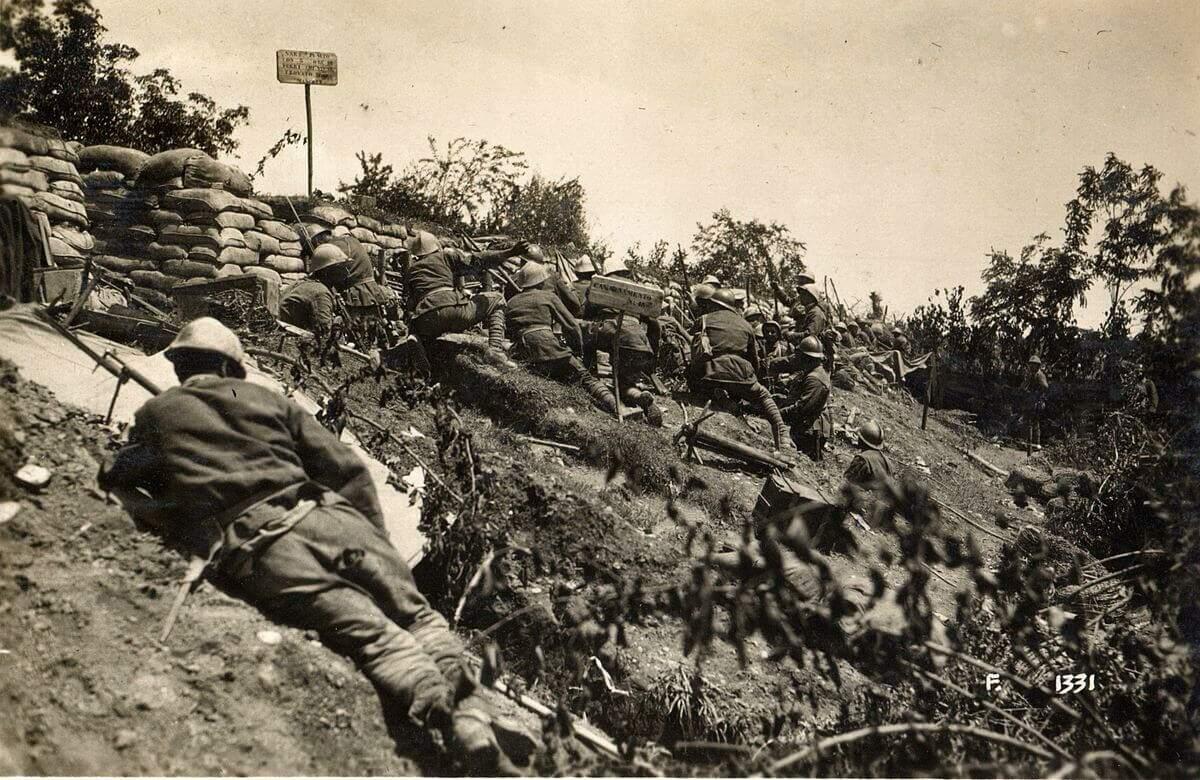 Forças italianas ao longo do perímetro defensivo no rio Piave (Foto: Exército Italiano | Wikimedia).