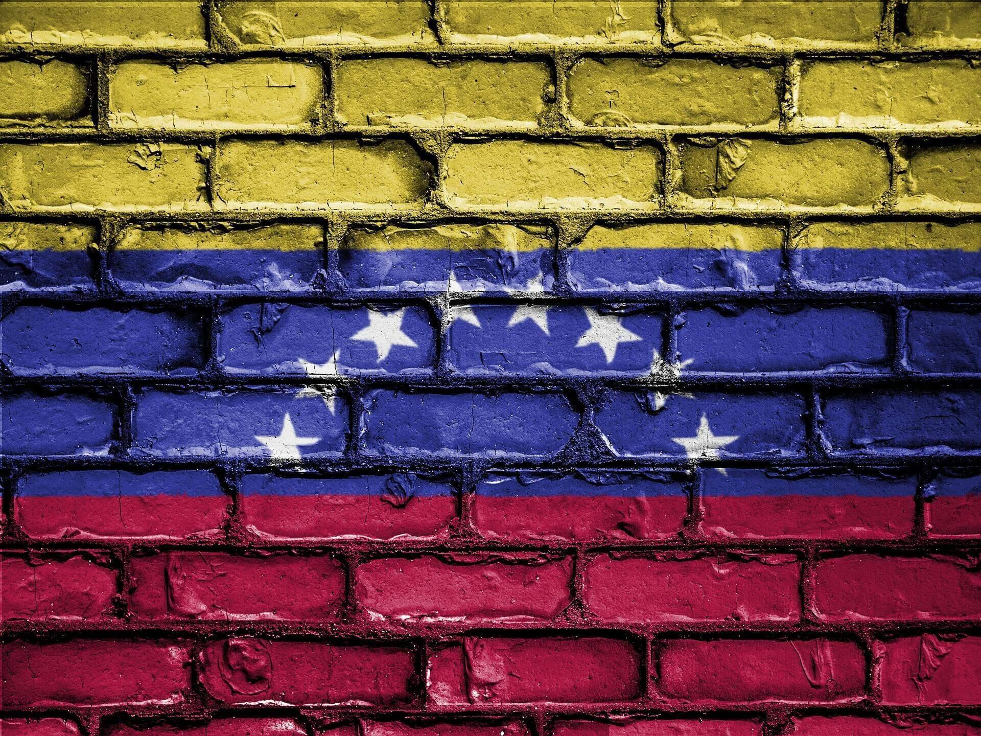 Bandeira da Venezuela pintada sobre um muro. (Foto: Pixabay)