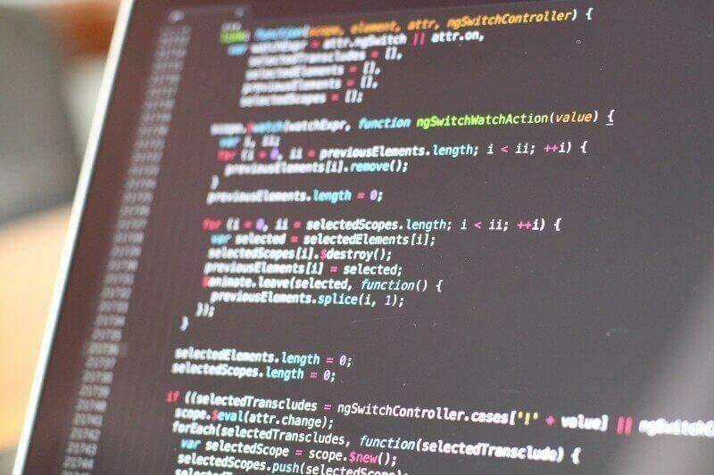 Códigos de programação na tela de um computador. Imagem Ilustrativa (Fonte: Visual Hunt)