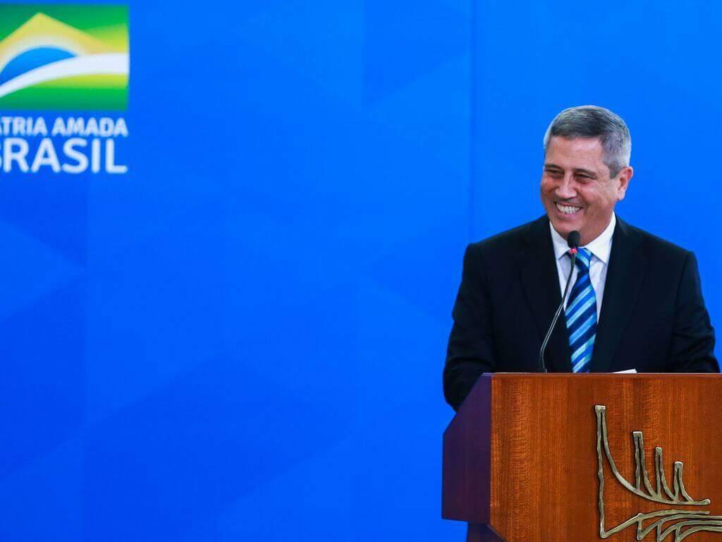Na imagem, ministro da casa civil durante discurso em pé. Conteúdo plano Pró-Brasil