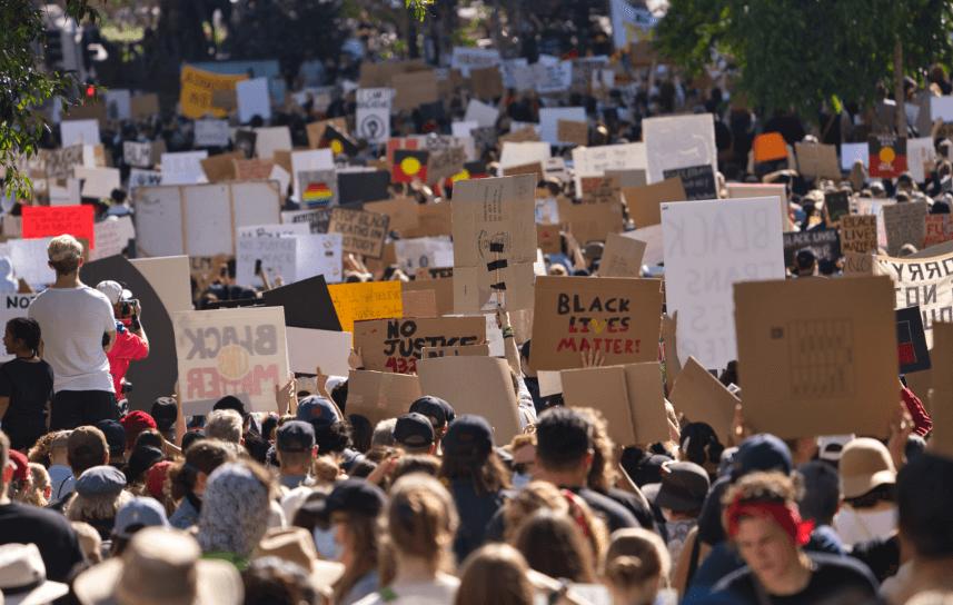 Protestos Antirracistas em Queensland, Austrália, em 6 de junho. (Foto: AndrewMercer via Wekimedia Commons)