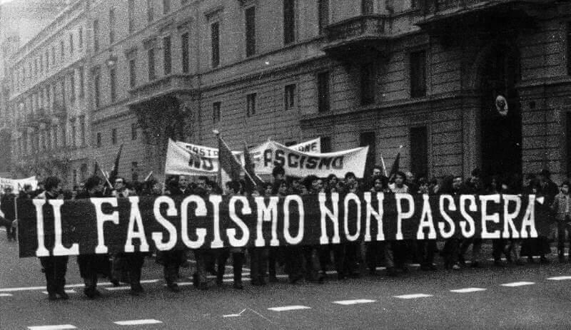 Foto de ato antifascismo na Itália.