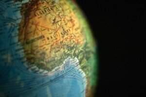 Imagem de um globo terrestre focado na África Ocidental. Foto: Visual Hunt