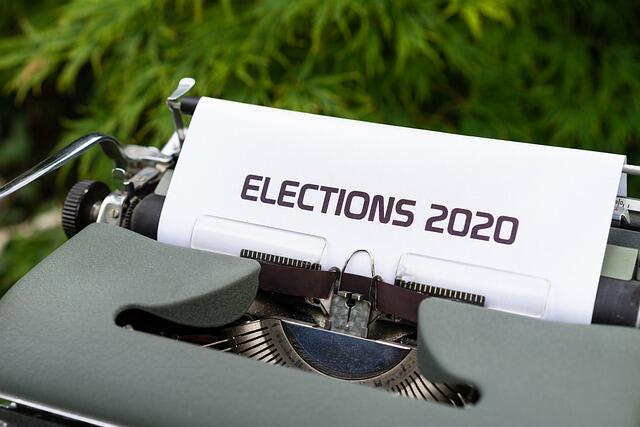 """Imagem ilustrativa de uma impressora com uma folha impressa escrito """"Elections 2020"""""""