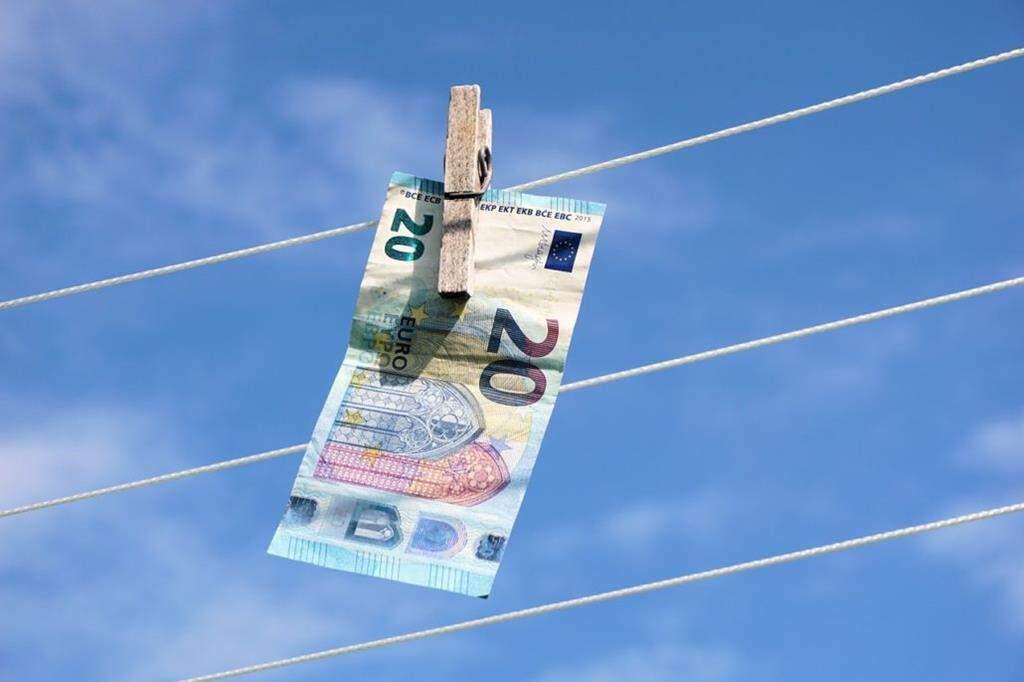 Lavagem de dinheiro: o que é e como funciona? - Politize!