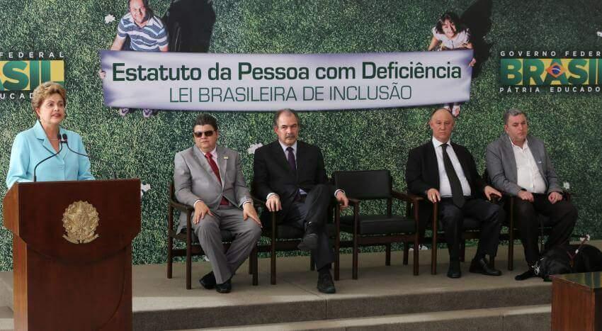 Cerimônia de sanção da lei brasileira de inclusão