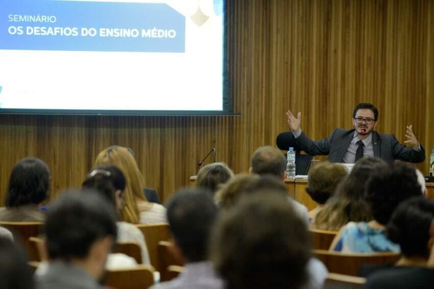 Como a Reforma do Ensino Médio vai mudar a educação brasileira? - Politize!
