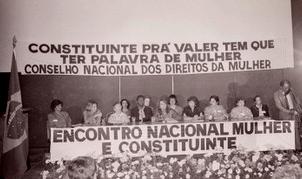"""Faixa """"Constituinte pra valer tem que ter palavra de mulher"""" Conselho Nacional dos Direitos da Mulher."""